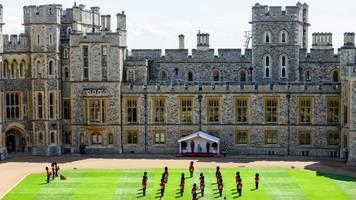 sovereign grant: corona könnte loch in die kassen der royals reißen