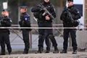 """in der nähe von altem """"charlie hebdo""""-büro - vier verletzte bei messerangriff in paris - täter auf der flucht"""