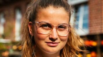 """Klimafreundlich Reisen: Mit dem Rad durchs """"Alte Land"""" – auf ein Gespräch mit Klimaktivistin Leonie Bremer"""