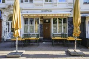 Corona: Kontrolle auf der Schanze: Mitarbeiter der Bars ohne Maske