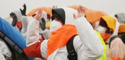 Aktivisten blockieren Tagebau Garzweiler und Gaskraftwerk