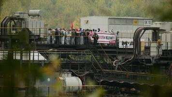 Braunkohleabbau: Aktivisten blockieren Kohlebunker im Tagebau Garzweiler