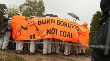 Demonstranten im Tagebau: Anti-Braunkohle-Proteste im Rheinland