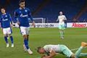 Im Spiel gegen Bremen - Ekel-Eklat um Schalke-Spieler: Kabak spuckt auf am Boden liegenden Gegenspieler