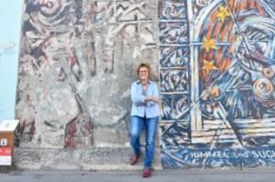 Sehenswürdigkeit: Künstlerin spricht über ihr Bild an der East Side Gallery
