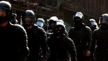 news am wochenende: militärfahrzeuge und wasserwerfer: einsatzkräfte bereiten sich auf massenproteste in belarus vor