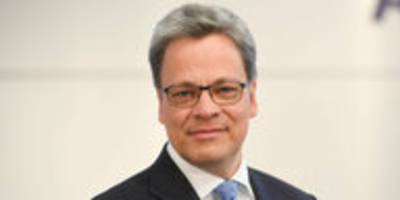 stellenabbau erwartet: sanierer neuer chef der commerzbank