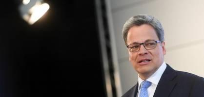 Bei der Deutschen Bank nur zweite Reihe – bei der Commerzbank plötzlich Chef