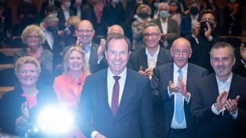 CDU-Mann Keller führt: Oberbürgermeisterwahl in Düsseldorf