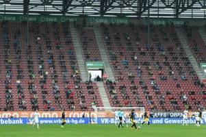 Jubeln mit Abstand: Wie FCA-Fans die Rückkehr ins Stadion erlebten