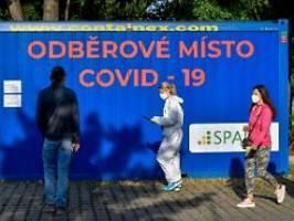 corona-kater nach sommerrausch: tschechien büßt für babiš' fehler