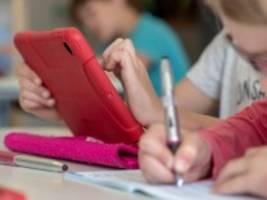 Leserdiskussion: Digitalisierung an Schulen: Wie sollten armutsgefährdete Kinder unterstützt werden?