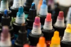 gesundheit: pigmente-verbot: tätowierer fühlen sich außen vor