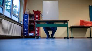 Grüne erobern Rathäuser: Parteien beraten über Ausgang der OB-Stichwahlen in NRW