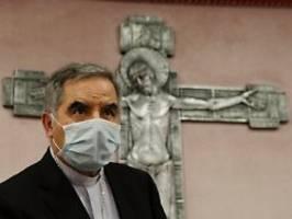 papst falsch informiert?: becciu wehrt sich gegen vatikan-entlassung