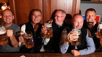 die morgenlage: neue corona-regeln: bund will 50 euro bußgeld bei falschen angaben in restaurants