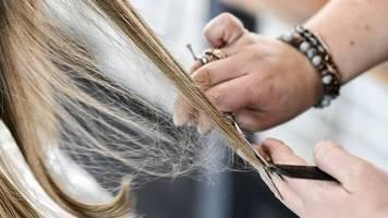 Statistisches Bundesamt: Auswirkungen der Corona-Krise: Friseurbesuche deutlich teurer als im Vorjahr