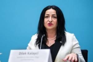 Senat: Obergrenze bei Feiern und Büro-Maskenpflicht in Berlin