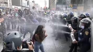 Video: Frauen protestieren für legale Abtreibung in Mexiko