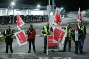 Verkehr in Hamburg: Streik in Hamburg: Kaum U-Bahnen und Busse, viele Staus