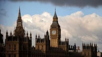 Brexit: Britisches Unterhaus stimmt trotz Warnungen für umstrittenes Gesetz