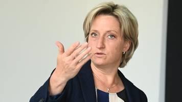 wirtschaftsministerin sieht vorstoß zu klimaschutz kritisch