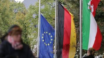 bonn: trauerbeflaggung für ex-ministerpräsident clement