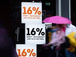 kritik von verbraucherschützern: steuersenkung kommt selten bei kunden an