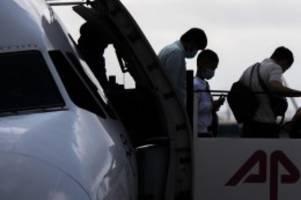 nach brand in flüchtlingslager: flug mit migranten aus moria in hannover gelandet