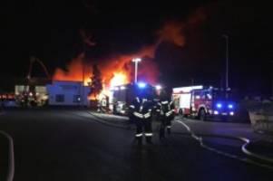 Ludwigslust: Großbrand auf Recyclinghof: 130 Feuerwehrleute im Einsatz