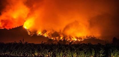 feuer vertreiben zehntausende menschen aus ihren häusern
