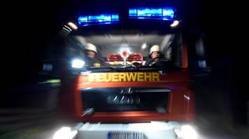 holzschuppen brennt: polizei vermutet brandstiftung