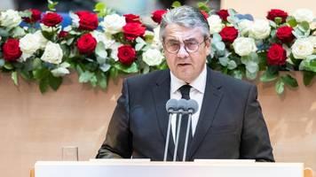 sigmar gabriel kritisiert spd bei staatsakt für wolfgang clement (?80)