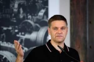 Fußball: Union-Sportdirektor Ruhnert: Schalke kann nicht absteigen