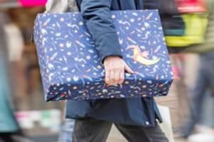 Corona: Politiker fordern vorgezogene Auszahlung von Weihnachtsgeld