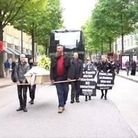 corona-gegner: querdenker demonstrieren in mehreren deutschen städten gegen corona-maßnahmen