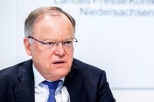 Regierung: Weil kündigt härtere Corona-Regeln für Niedersachsen an