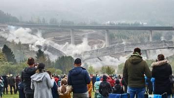a45 im siegerland: 327 meter lange talbrücke gesprengt