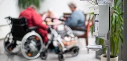 Pflegeheime: Besucherkonzept soll Weihnachten mit Angehörigen ermöglichen