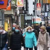 Kampf gegen Pandemie: Regeln und Diskussionen: Corona-Rekordzahlen führen in Deutschland zu massiven Einschränkungen