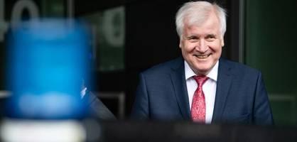 seehofer präsentiert lagebericht zur it-sicherheit