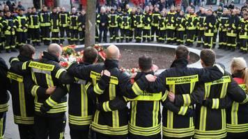 angriff auf weihnachtsmarkt: jugendlicher gibt tödlichen schlag in augsburg zu