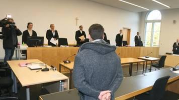 prozess in augsburg: 17-jähriger gesteht tödlichen schlag gegen feuerwehrmann