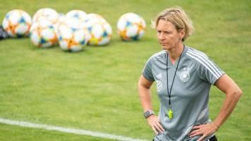 Neue Frauenfußball-Abteilung: Fußball-Bundestrainerin besucht den VfB Stuttgart