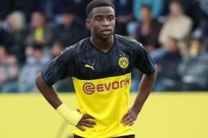 Nach Beleidigungen gegen Moukoko: Schalke auf Tätersuche