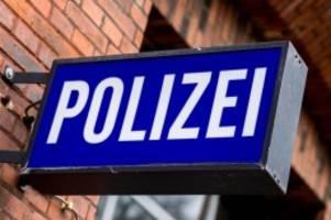 Kriminalität: Frau von hinten aufs Gleis gestoßen: Polizei sucht Täter