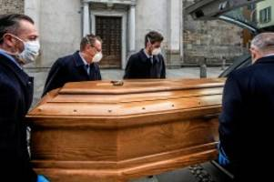 Nachrufe: Corona-Tote: Fünf Schicksale stellvertretend für 10.000