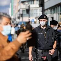 Kontrolle der Corona-Regeln: Hunderte Polizisten in Berlin im Corona-Einsatz
