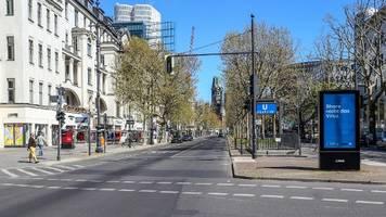 berlin: angetrunkener maserati-fahrer fährt zwei fußgänger an