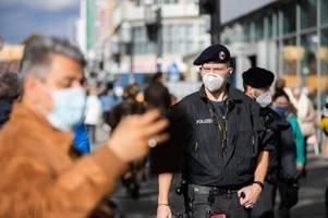 Hunderte Polizisten in Berlin im Corona-Einsatz